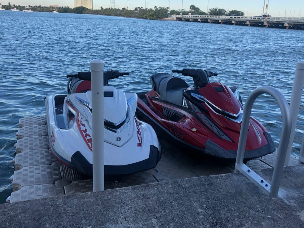 Floating dock for 2 jet skis