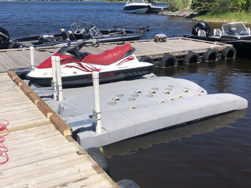 2 JetROLL floating docks with 4 posts and Z-brackets