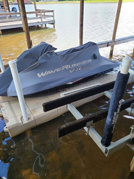 Waverunner floating dock with 2 posts
